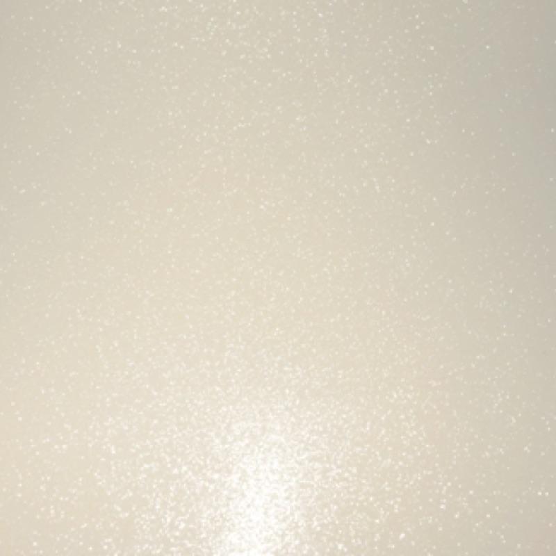 folie biały stardust - wylewana na samochód